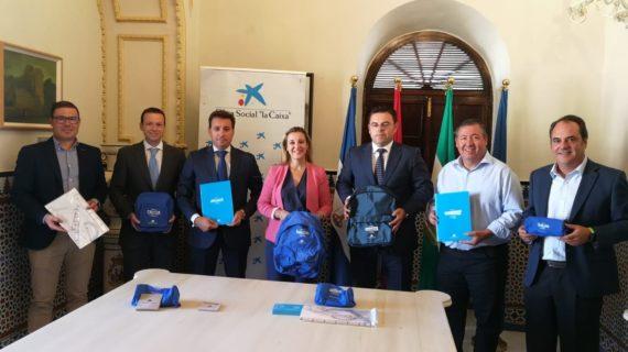 Entregan 1.100 lotes de material escolar para familias de Alcalá en riesgo de exclusión social