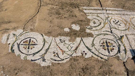 Cultura restaura tres mosaicos de la casa 'Patio Rodio' en Itálica