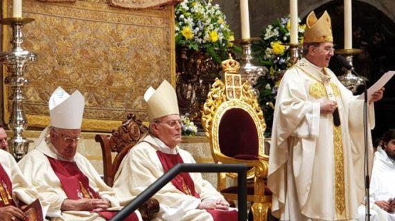Más de 2.000 personas acompañan a monseñor Asenjo en sus bodas de oro sacerdotales