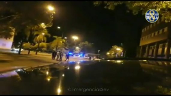 Detenido un motorista sin carné en una carrera ilegal en la Cartuja donde atropelló a dos policías