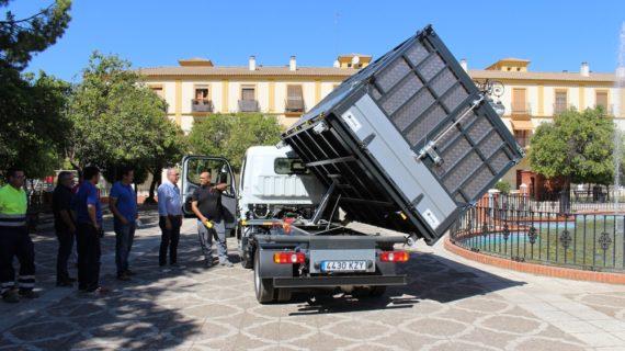 El Servicio de Limpieza de San Juan de Aznalfarache cuenta con un nuevo camión para la recogida de enseres