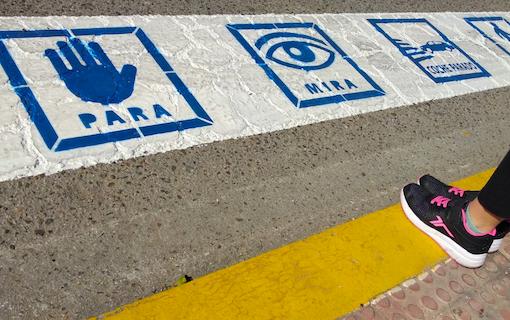 Espartinas pintará con pictogramas los pasos de peatones para las personas con TEA