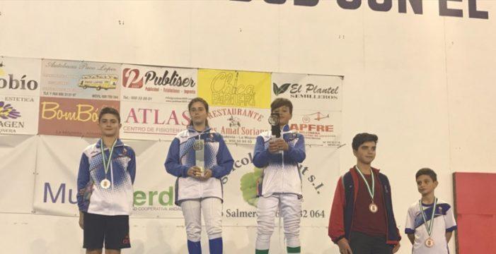 La Escuela Municipal de Esgrima de Tomares arrasa en el primero torneo de la temporada