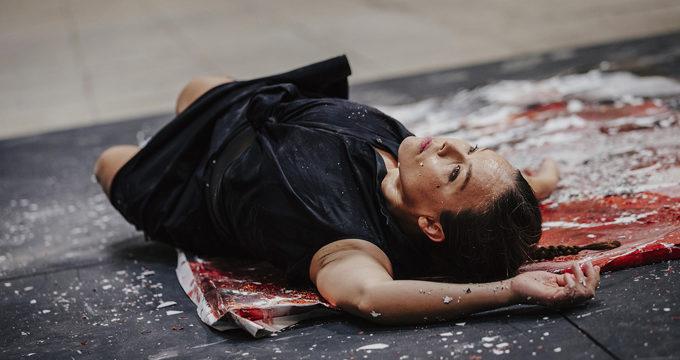 Rocío Molina deconstruye la obra pictórica realizada por Lita Cabellut para la Bienal de Flamenco