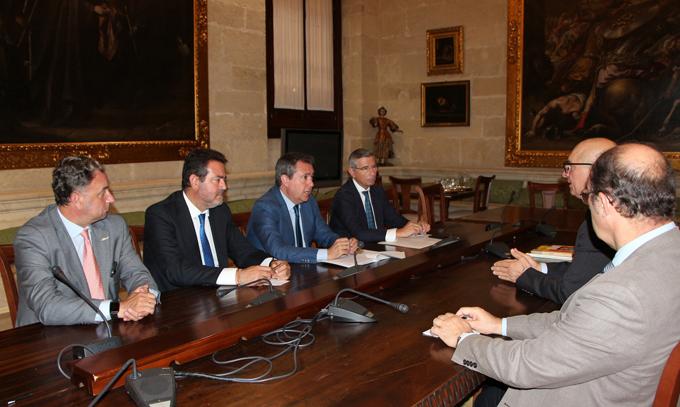 Reunión de Juan Espadas con los representantes de la Asociación The Union.