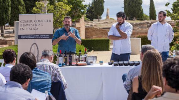 Grandes chefs y arqueólogos se acercan a la gastronomía romana en el yacimiento de Itálica