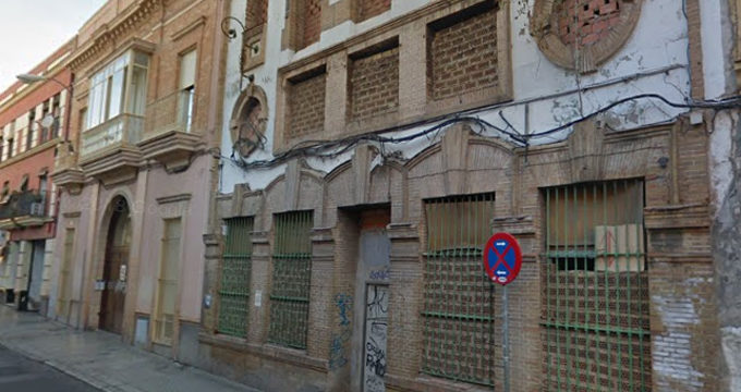 Conceden licencia de obras para rehabilitar dos edificios de viviendas en ruinas en la calle Calatrava