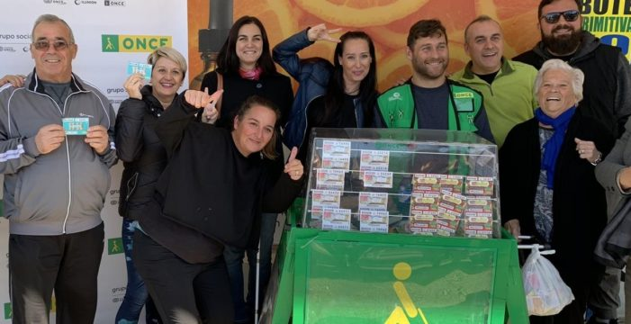 La ONCE reparte más de un millón de euros en el Polígono San Pablo