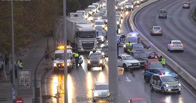 Detenido un conductor ebrio tras causar dos siniestros en la capital