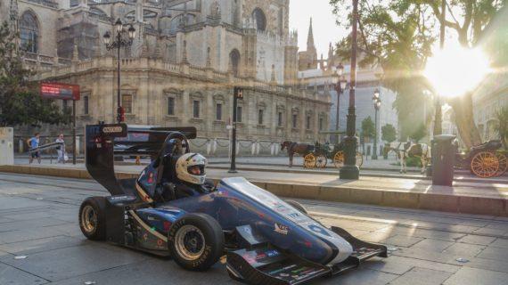 El ARUS Andalucía Racing enseña a Sevilla su monoplaza, diseñado y fabricado por universitarios