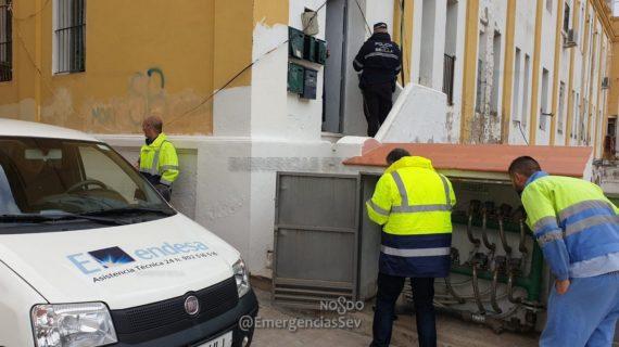 Detectados un total de 22 viviendas que defraudaban electricidad y agua con ingeniosos artilugios en los pisos de Pinillos
