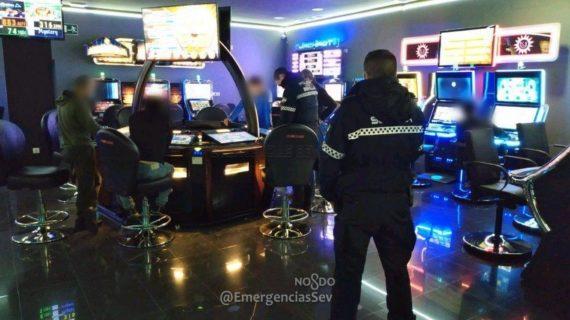 Precintado una sala de juegos de Sevilla Este por infracciones de seguridad, permitir fumar  y grabar sin autorización
