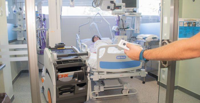 La UCI del Virgen del Rocío incorpora equipamiento electromédico de alto nivel para la atención de los pacientes críticos