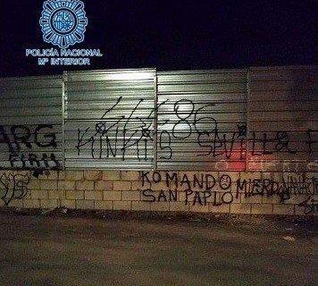 La Policía Nacional detiene a veintiocho miembros de grupos radicales del Real Betis y del Sevilla FC