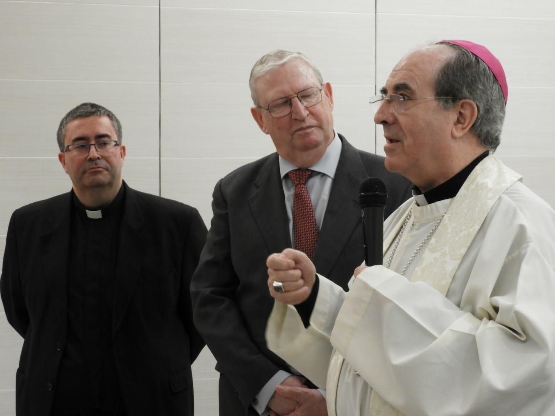 El arzobispo de Sevilla bendice las renovadas dependencias del Consejo de Hermandades