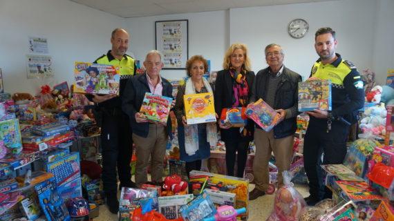 La Policía de Castilleja recoge, de nuevo, cientos de juguetes