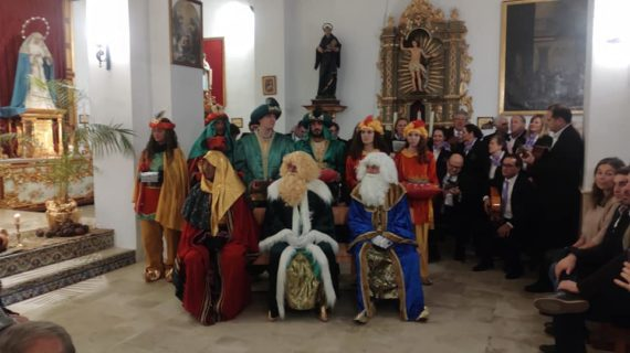 Los niños nacidos en 2019 en Castilleja de Guzmán reciben un regalo de sus Reyes Magos