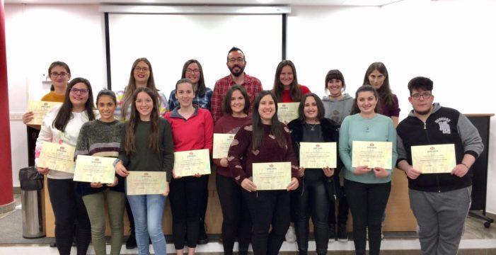 Osuna clausura con éxito el taller de iniciación a la Lengua de Signos