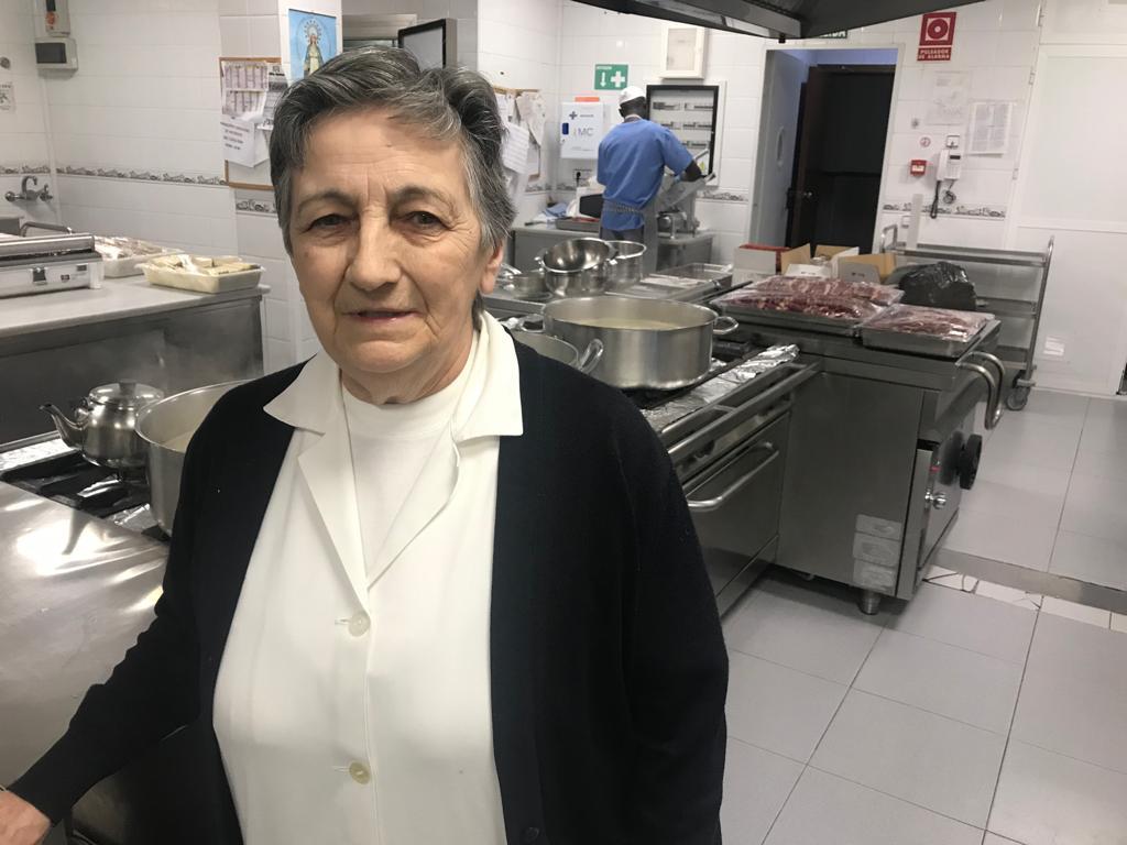 Las Hermanas de la Caridad de Sevilla dan de cenar esta Nochebuena a 200 personas sin recursos