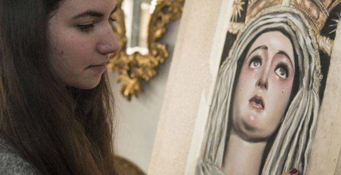 Victoria López, la jurista sevillana que está haciéndose un hueco en el mundo de la pintura cofrade