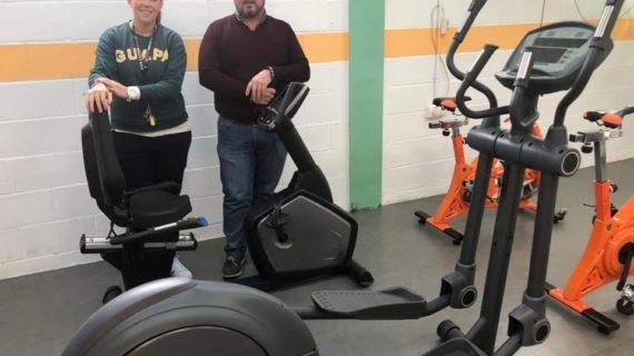 Nuevos aparatos para el gimnasio del pabellón de Aznalcóllar
