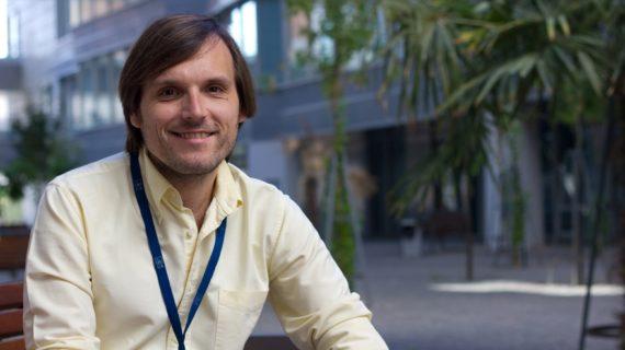 El profesor de la US Pablo Álvarez opta al premio como mejor docente universitario de España