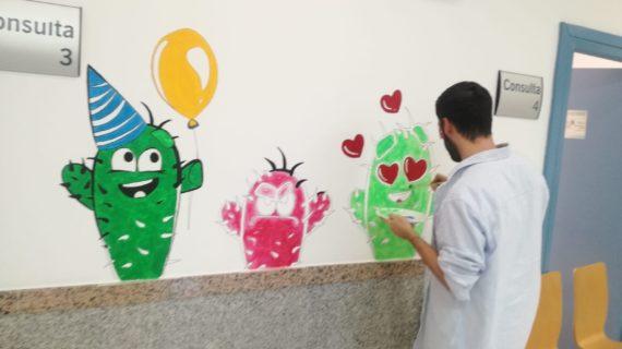 Profesionales y pacientes de la Unidad de Salud Mental Infanto-juvenil del Macarena decoran con pictogramas los espacios de consulta