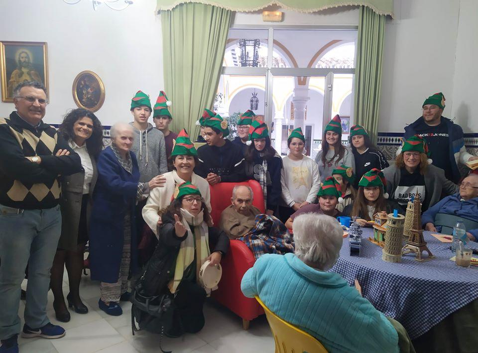 Los jóvenes de Pilas se encuentran con los mayores en su residencia