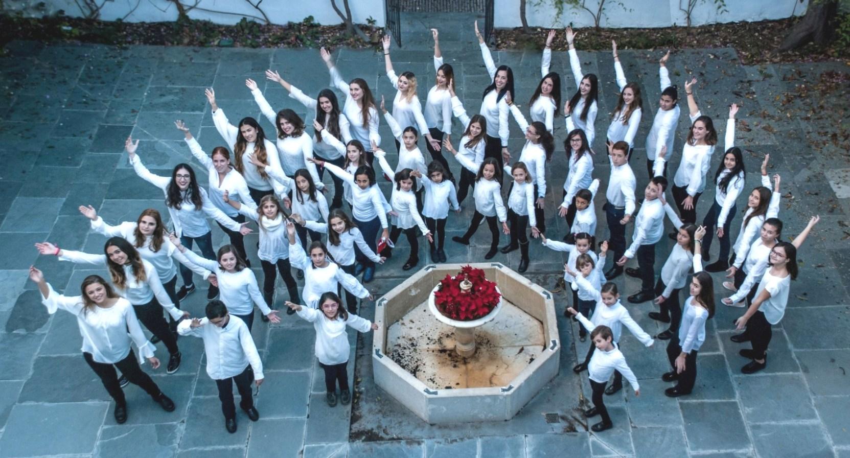 La Escolanía de Tomares actúa en 'El Cascanueces' de la Compañía Nacional de Danza que acoge El Maestranza