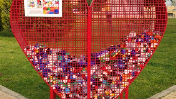 La ayuda por la recogida de tapones del Corazón Solidario de Arahal irá para Gael, de familia arahalense