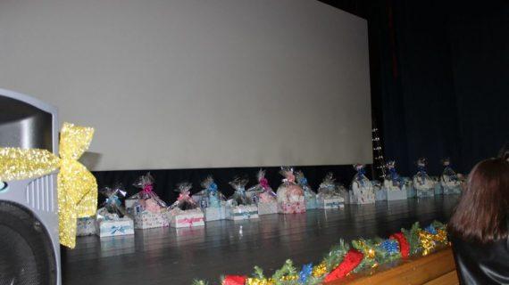 Los bebés de Los Corrales reciben su tradicional cesta