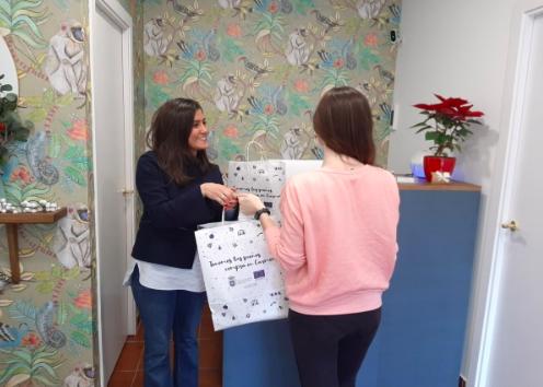 Más de 10.000 bolsas de regalo para fomentar el comercio en Carmona
