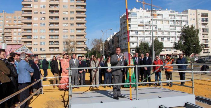 Comienza la construcción de la portada de la Feria de Abril de 2020, inspirada en el Hotel Alfonso XIII