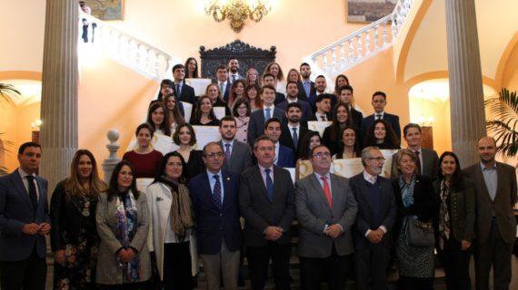 Los alumnos con los mejores expedientes académicos del curso 2017/18 de la Universidad de Sevilla y de la Pablo de Olavide recogen sus premios