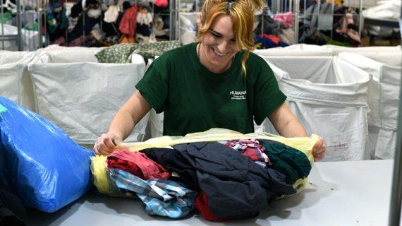 AireSur entrega a la Fundación Humana más de 8 toneladas de ropa para darle una nueva vida