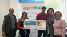 Manuel Lombo dona más de 7.500 euros para contribuir con la labor social de Proyecto Hombre Sevilla
