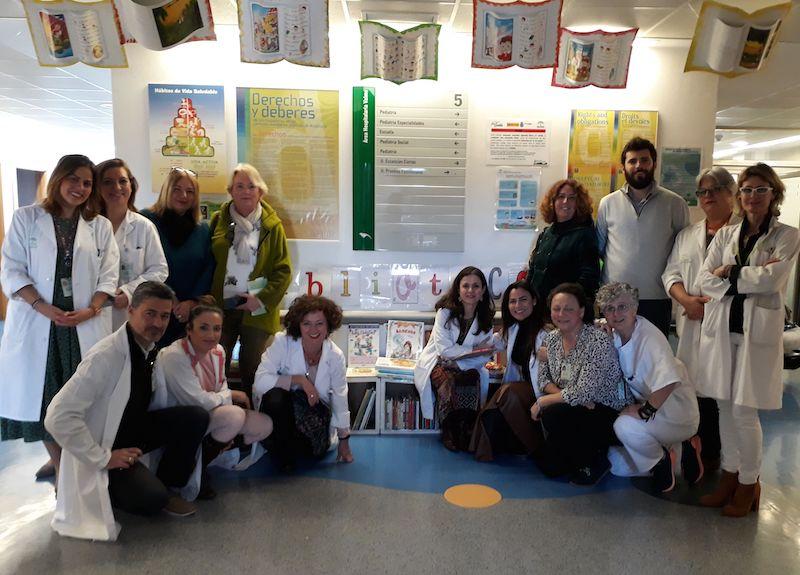El Aula de Pediatría del Valme recibe una donación de fondos bibliográficos municipales de Dos Hermanas