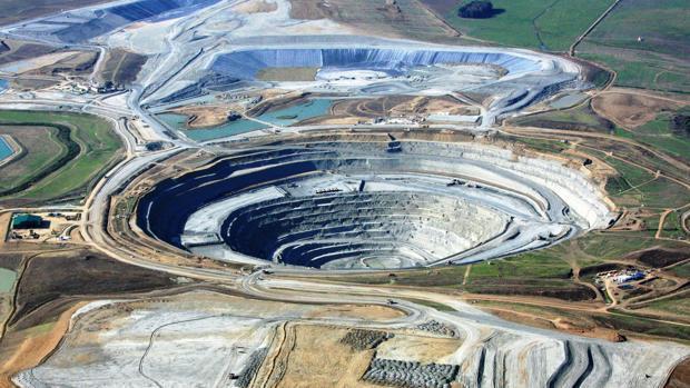 Alcaldes de pueblos mineros crean un foro para analizar cómo les afectan las explotaciones