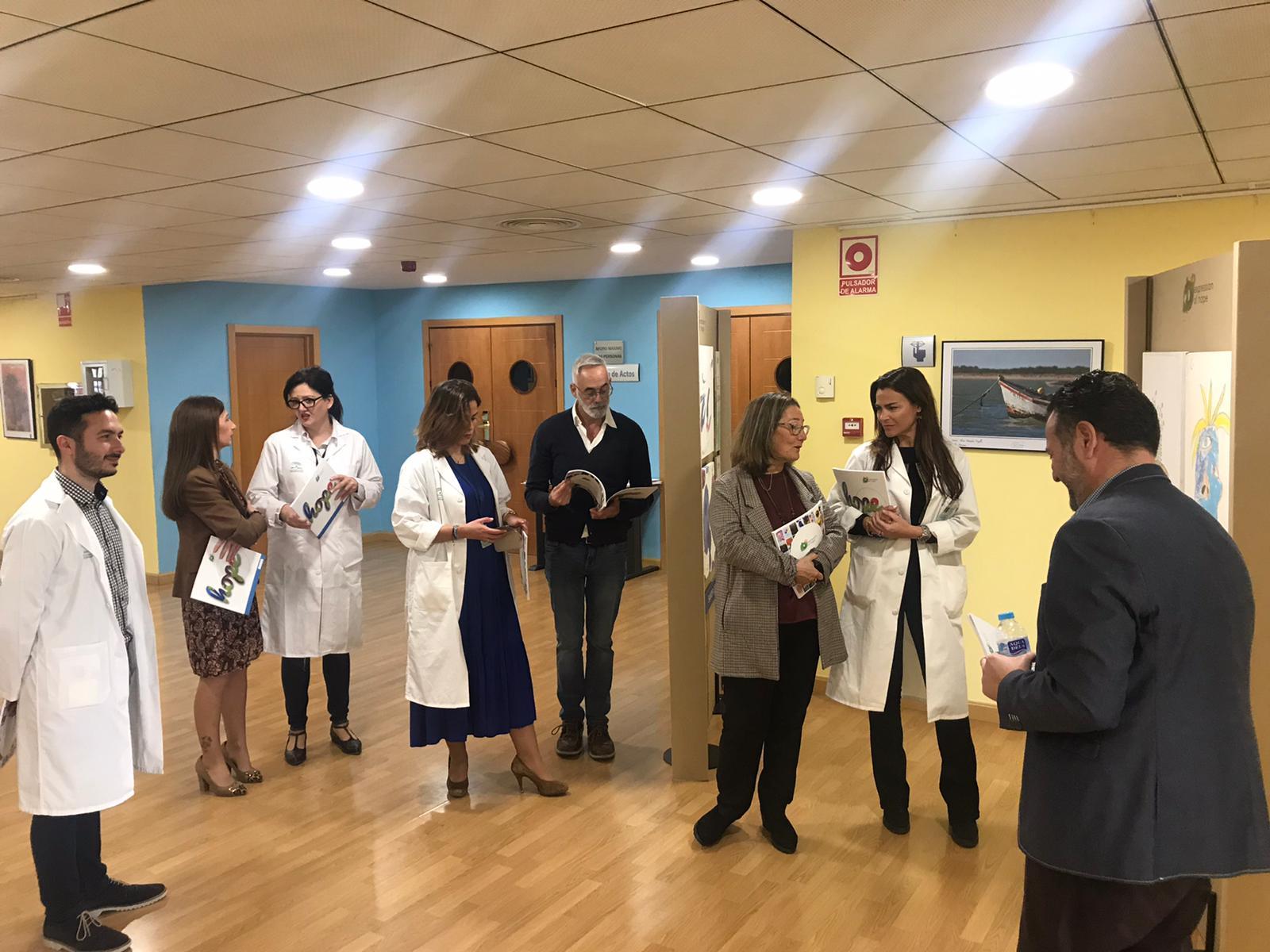 Valme acoge una exposición que acerca al visitante a las enfermedades raras