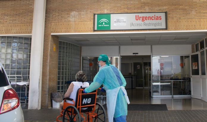 Entrada a Urgencias Hospital Universitario Virgen del Rocío.