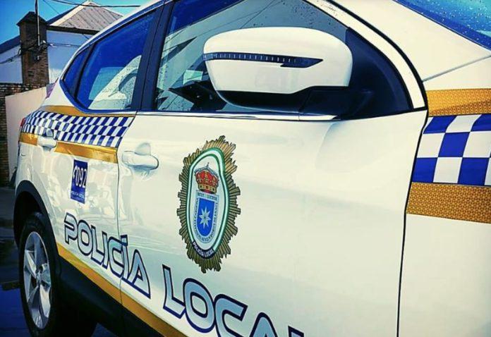 Detenido en Carmona por agredir a un policía que le pidió que llevase la mascarilla.