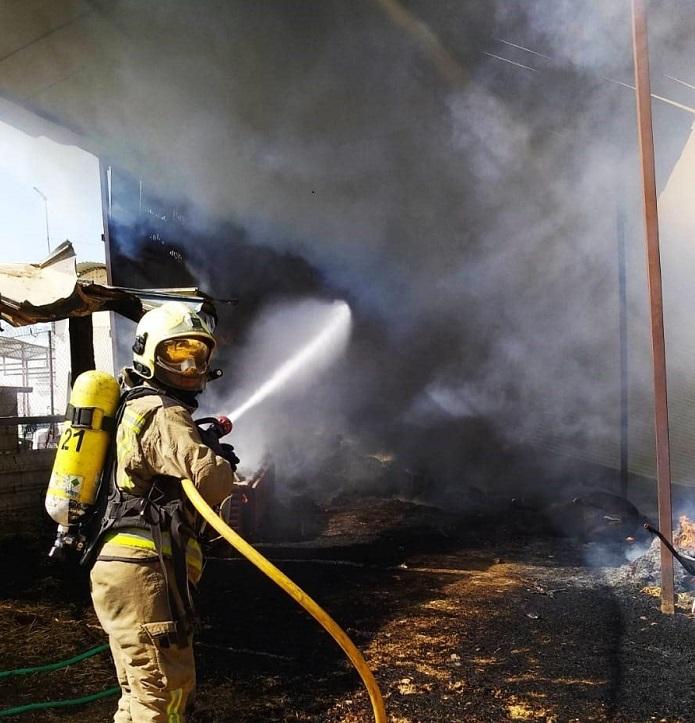 Dos positivos hacen confinar por prevención a una veintena de bomberos del Aljarafe