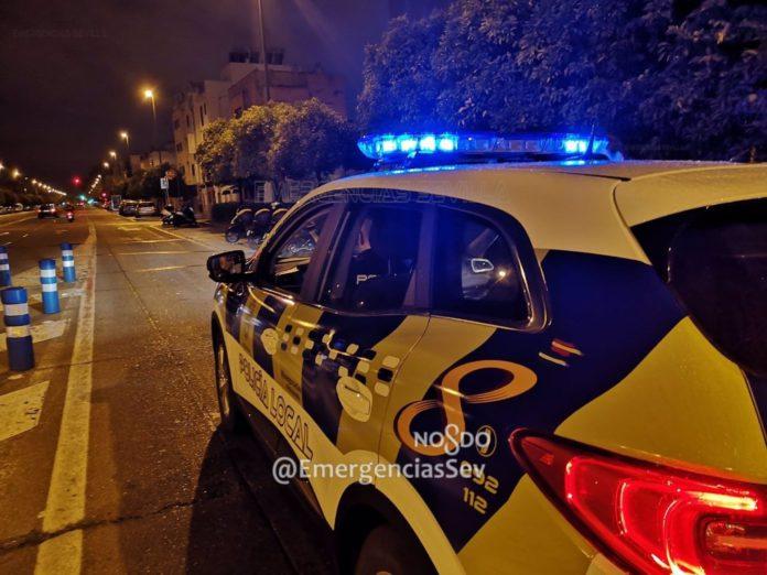 El dispositivo policial de Sevilla realiza 36 actuaciones para disolver grupos que consumían alcohol en la vía pública