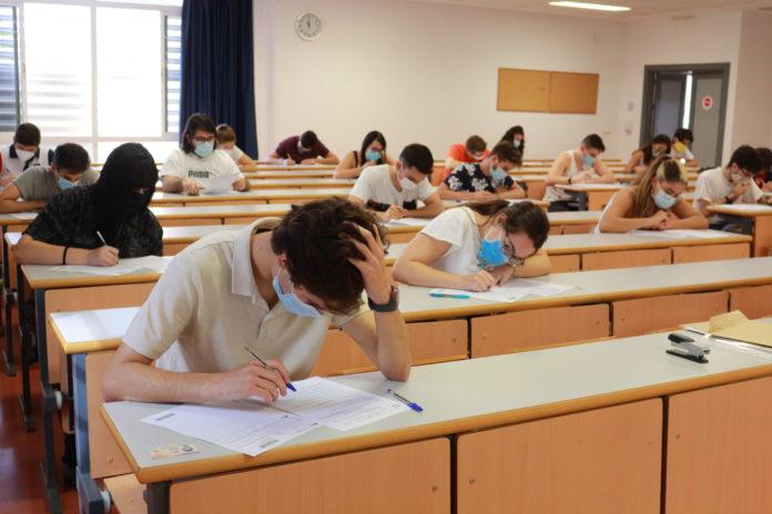 La UPO sufragará a los estudiantes parte de los gastos de transporte