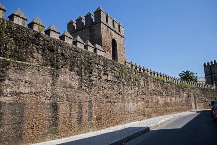 Adjudican las obras de restauración y consolidación de la Muralla de la Macarena