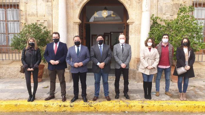 Lora Del Río firma el mayor contrato de prestación de servicio para la gestión de la ayuda a domicilio