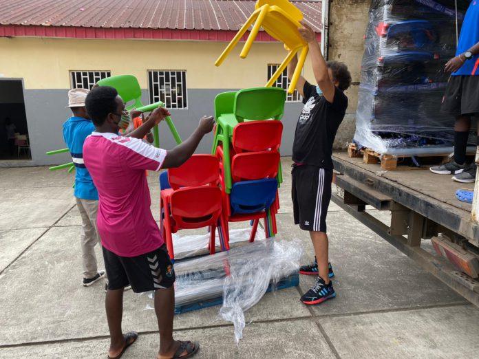 La Fundación Real Betis dona mobiliario escolar para el orfanato de Malabo en Guinea Ecuatorial