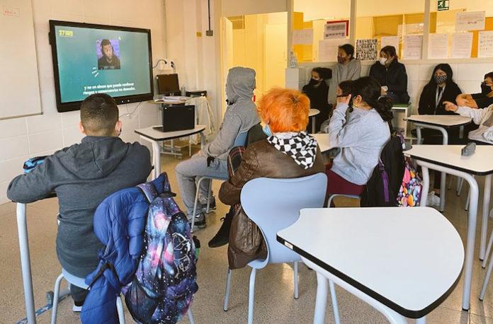 """Cerca de 8.000 estudiantes y 82 """"profes"""" de Sevilla trabajan sobre el uso y la adicción a las nuevas tecnologías"""