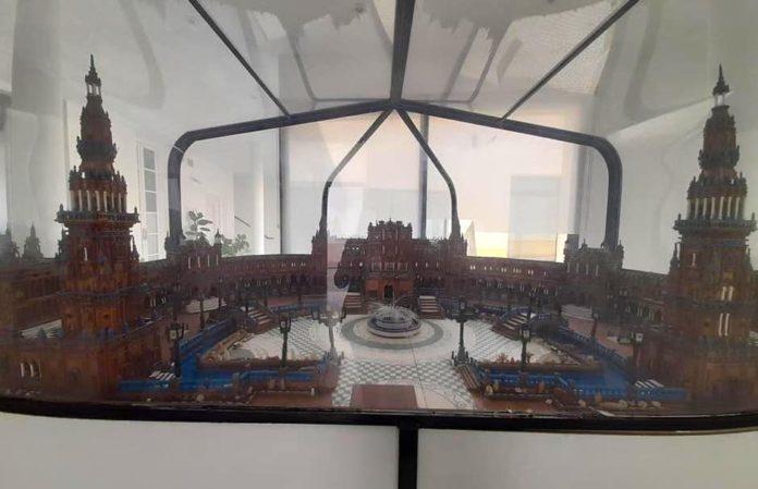 La Plaza de España de Sevilla, un monumento también en El Coronil