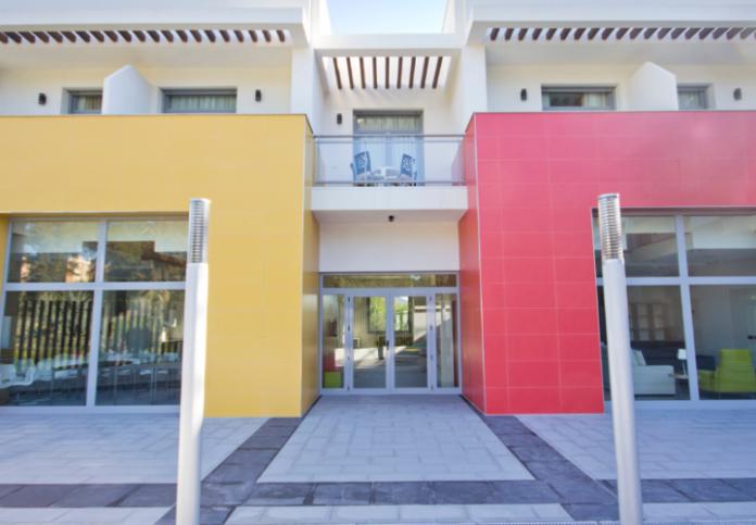 Sevilla inicia la cesión de un solar a Fundación McDonald para alojar a familias desplazadas de niños enfermos.